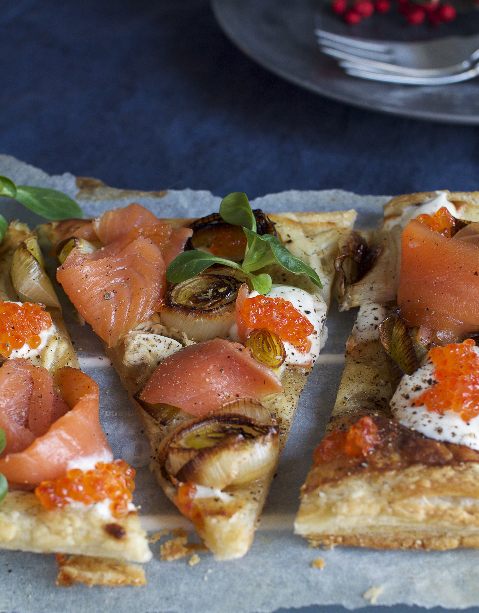 Flammkuchen with cold smoked salmon and salmon roe