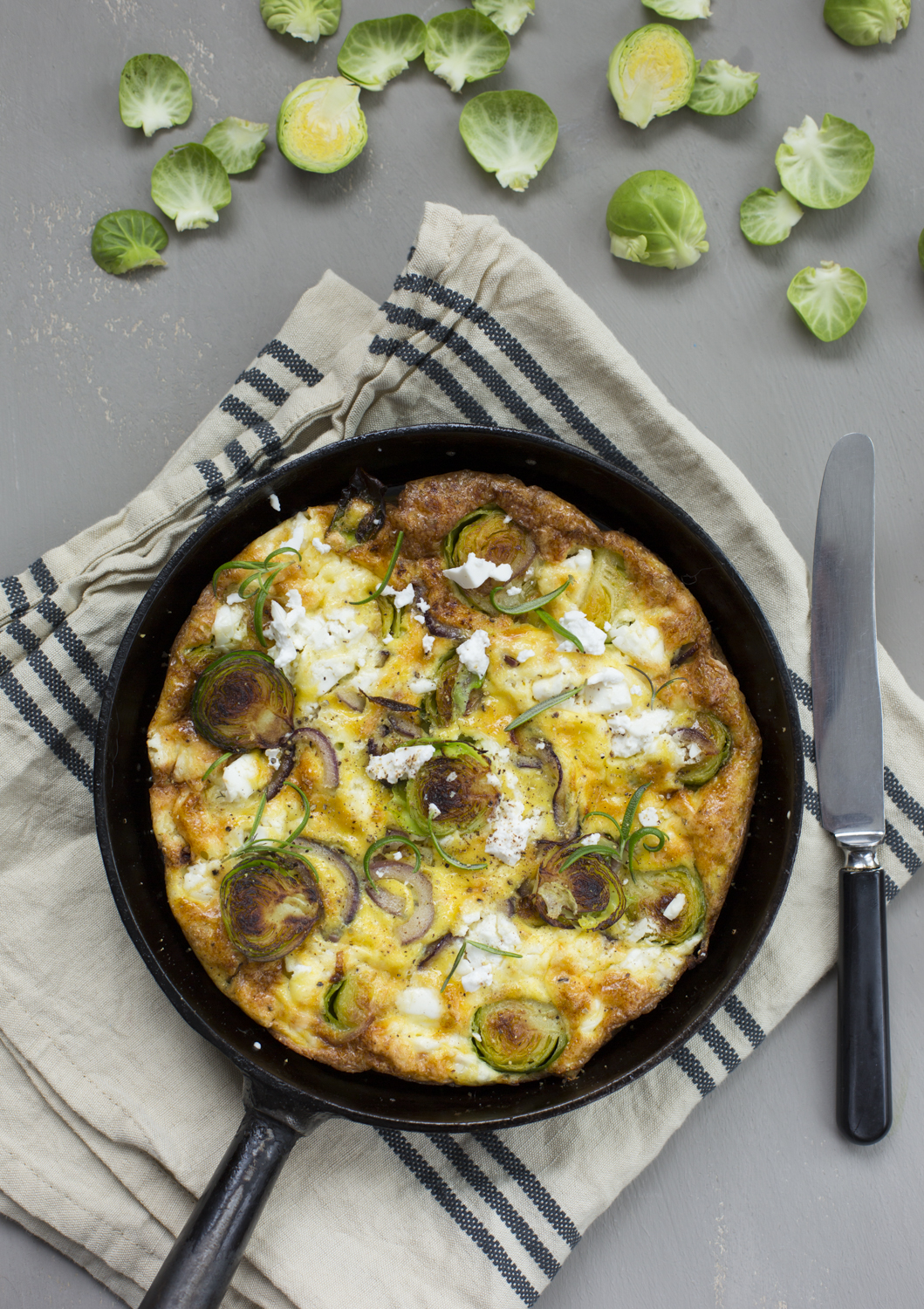 Frittata with sprouts and gout cheese
