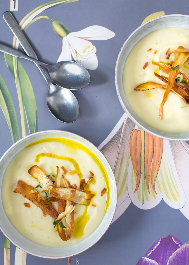 Parsnip soup with parsnip chips