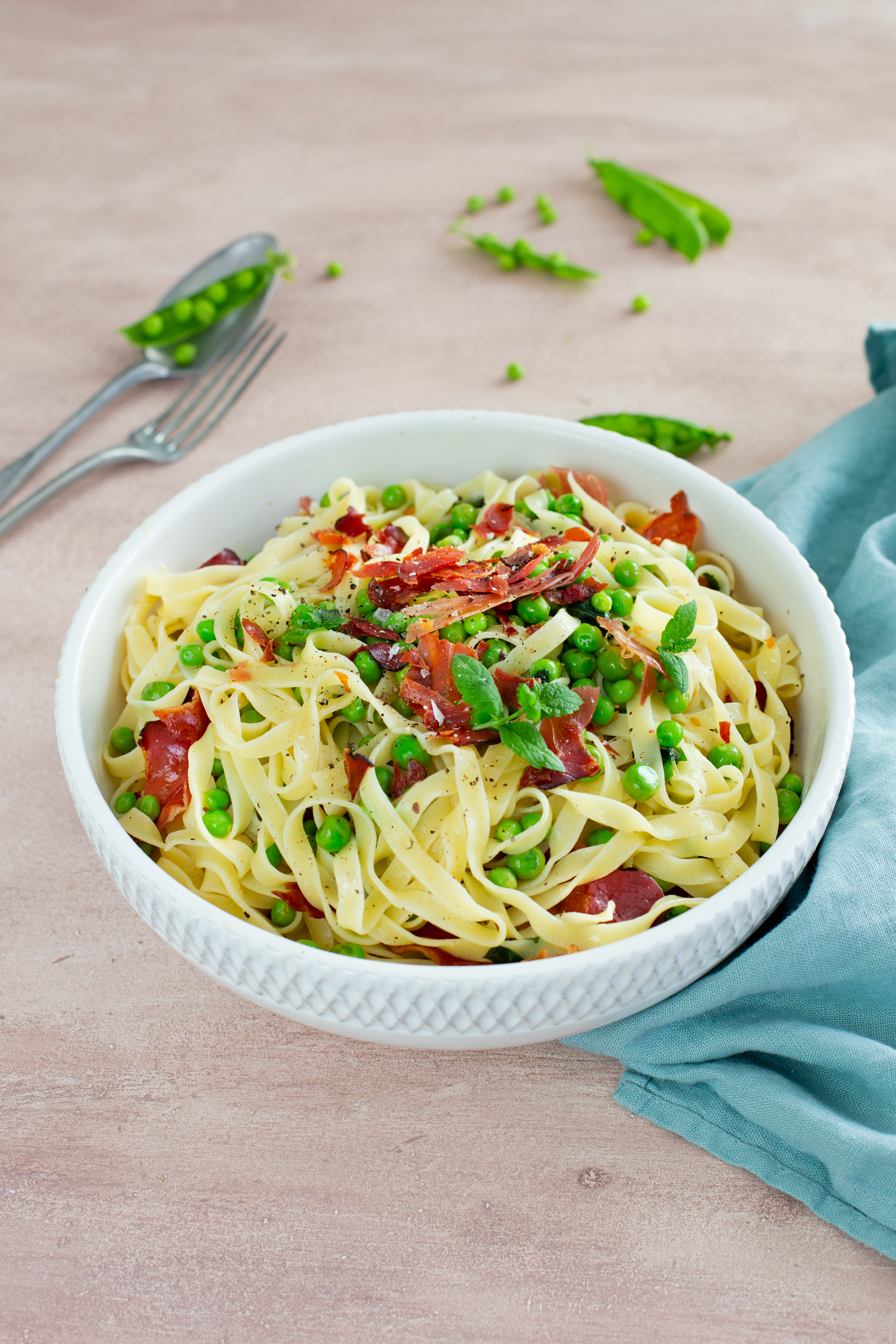 Easy summery pasta w/ peas and smoky ham