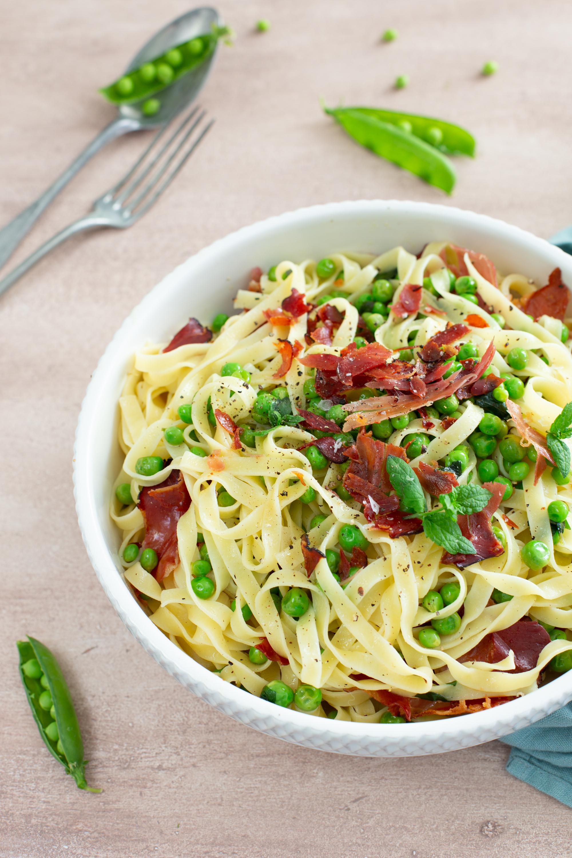 Summery pasta w/ peas and smoked ham