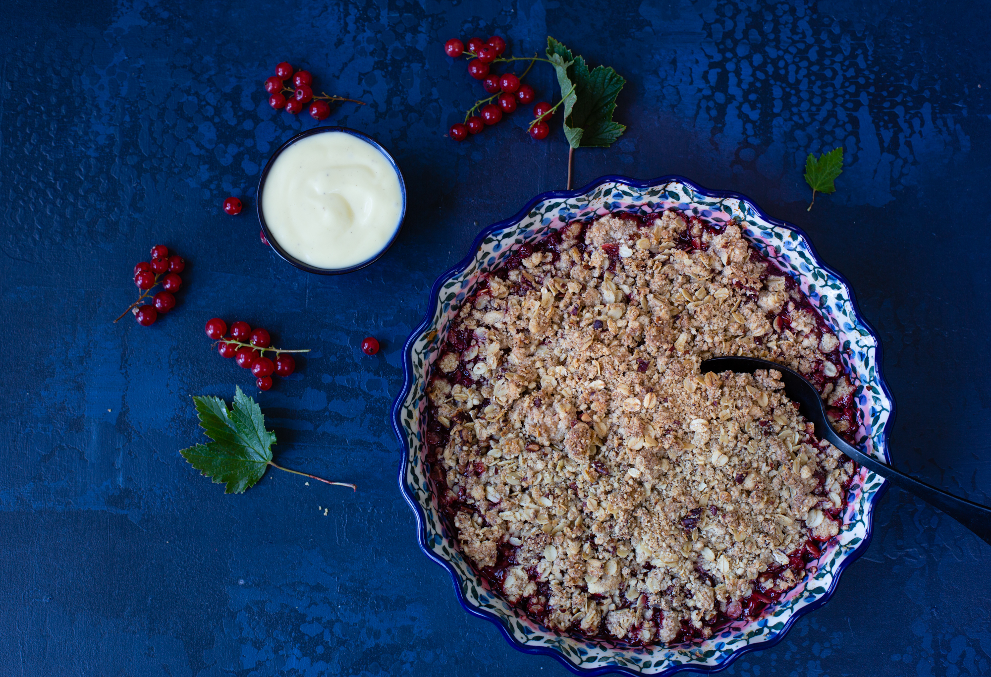 Red currant crumble