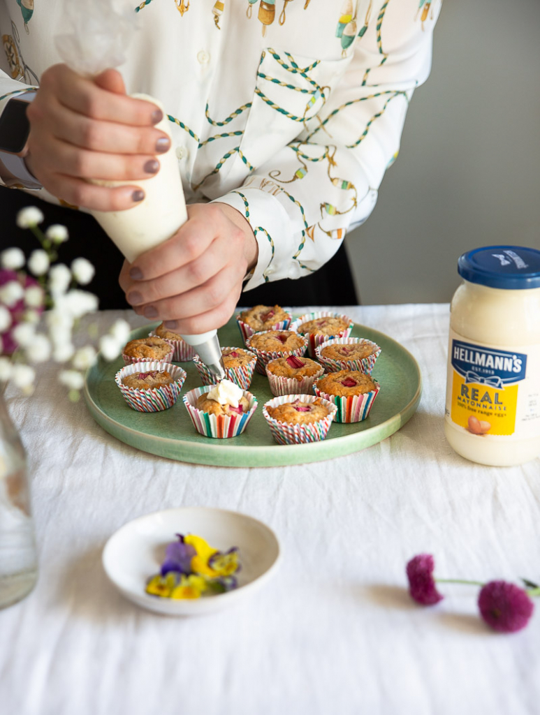 Koristele muffinit syötävillä kukilla
