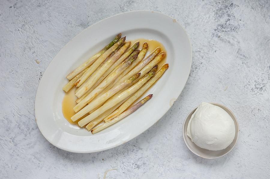 Mozzarella ja valkoinen parsa